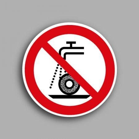 Etichetta con simbolo ISO 7010 P033 | Vietato usare il disco con acqua