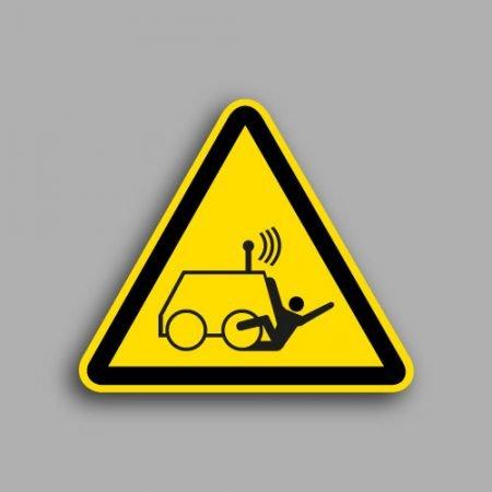 Etichetta con simbolo ISO 7010 W037 | Pericolo di essere travolti da una macchina controllata a distanza da un operatore