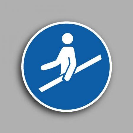 Etichetta con simbolo ISO 7010 M012 | Obbligatorio usare il corrimano